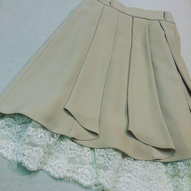 スカートの裾にレースをつけました。#洋服のリフォーム #スレッド名古屋 #名古屋 #メルサ #スカイル #栄 #ファッション #スカート #swingle from Instagram