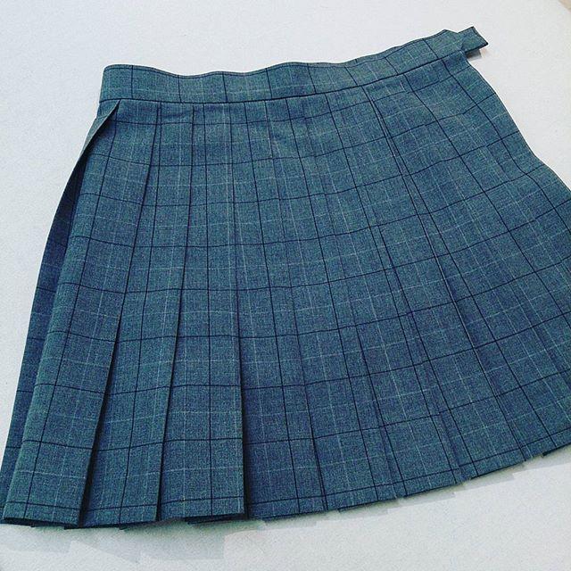 制服のスカートをミニにカットしました。ベルト下35cmです。#洋服のリフォーム #スレッド名古屋 #名古屋 #メルサ #スカイル #栄 #ファッション #制服 #ミニ from Instagram