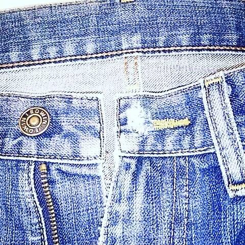 ジーンズの前ボタン穴の補修。#洋服のリフォーム #スレッド名古屋 #名古屋 #栄 #ファッション #ダメージ補修 #ボタン穴 #edwin505 from Instagram