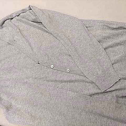 高校生の制服の上に着るニットカーディガンの袖丈を短くしました。1枚目が加工前、2枚目、3枚目が加工後。#洋服のリフォーム #スレッド名古屋 #名古屋 #栄 #ファッション #ニット#カーディガン from Instagram