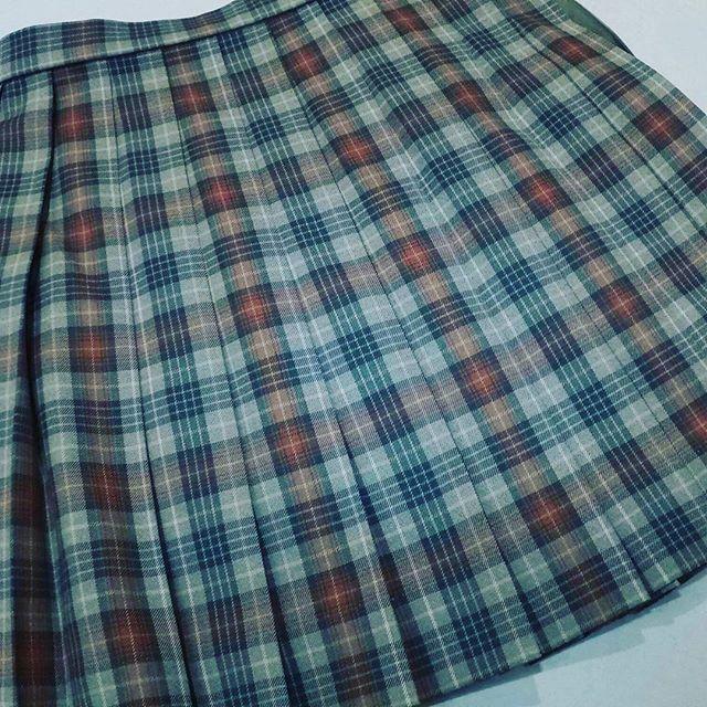 #高校生 #制服 #スカート を短くカットしました。ベルト下40cmで仕上げました。#洋服のリフォーム #スレッド名古屋 #名古屋 #栄 #ファッション