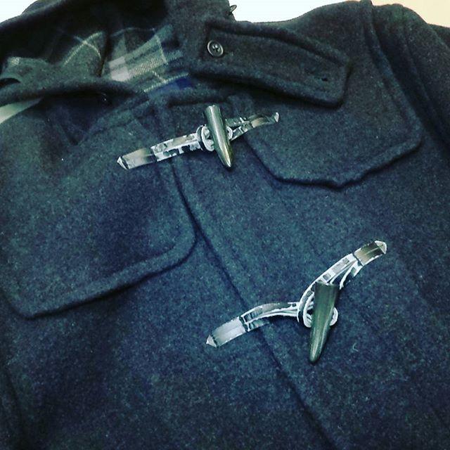 #ダッフルコート #ボタン #交換 。合皮のボタン紐が傷んでしまったので、交換修理しました。#洋服のリフォーム #スレッド名古屋 #名古屋 #栄 #ファッション # ユニクロ